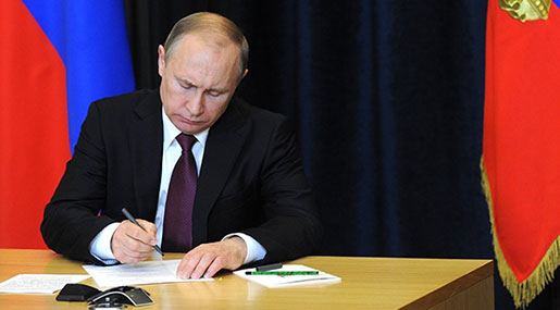 Putin Signs Counter-Sanctions Legislation in Response to Latest US Actions