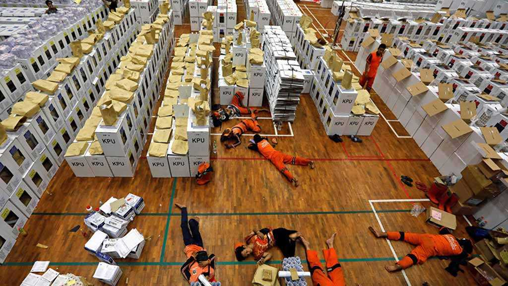 Over 90 Poll Workers Die of Exhaustion during Indonesian Elections
