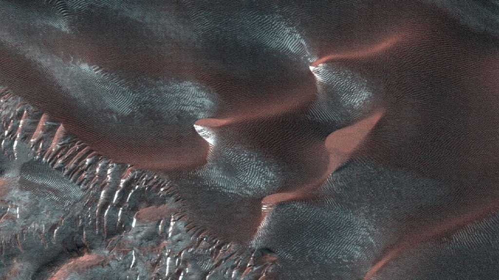 Mysterious Magnetic Pulses and Evidence of Groundwater Discovered On Mars