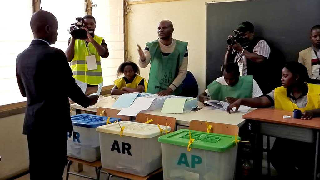 Mozambique Holds Peaceful Election after Violent Campaign