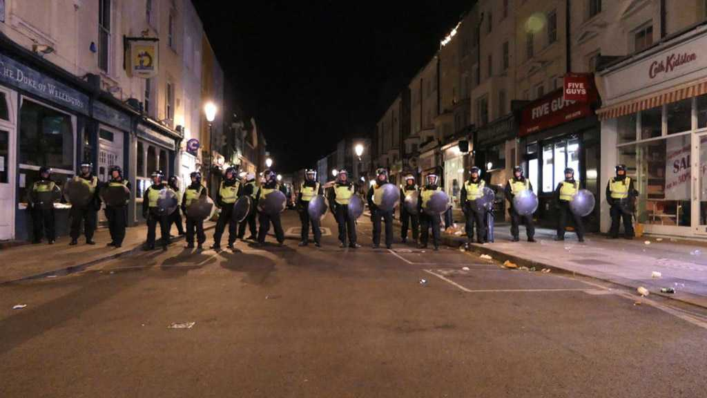 "London Riot Police Struggle to Disperse another ""Street Party"""