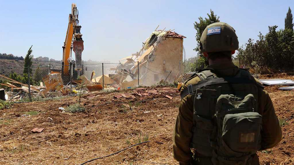 'Israeli' Soldiers Force Palestinian Brothers to Demolish Own Home In Occupied Al-Quds